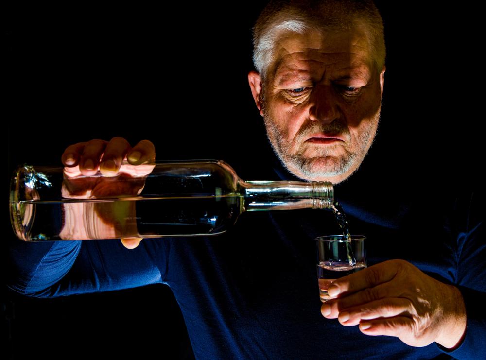 idosos vitimas de alcoolismo